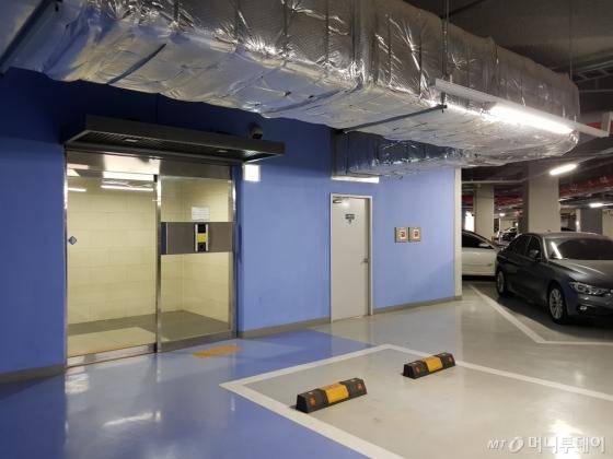 6일 서울 서대문구 남가좌동 'DMC파크뷰자이' 2단지 별동 상가가 지하공간을 통해 각 동에 연결돼있다. /사진=박치현 기자