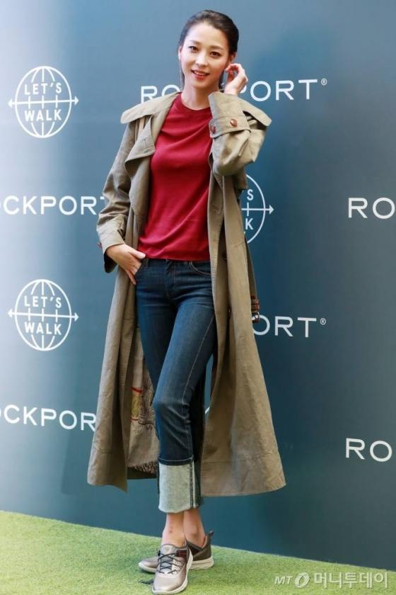 배우 한고은이 11일 오후 서울 여의도 IFC몰에서 열린 슈즈 브랜드 '락포트'  포토콜 행사에 참석해 포즈를 취하고 있다. /사진=임성균 기자