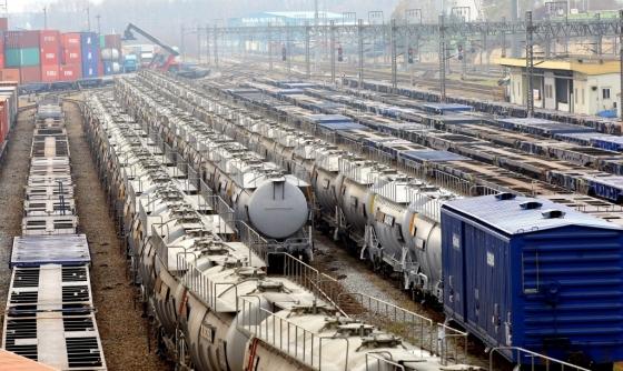 국토부는 황산이나 유류 등 위험물을 철도로 운반할 때 반드시 포장하도록 하는 내용의 제도 개선을 추진한다. /사진=뉴시스