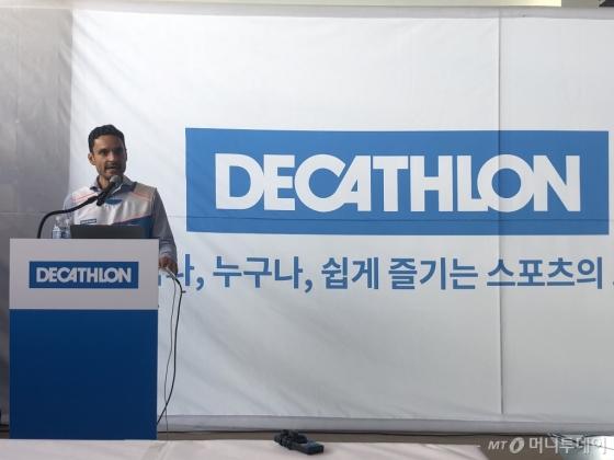 스테판 가이 데카트론코리아 대표가 12일 인천 송도 매장에서 기자간담회를 열어 한국 진출을 공식화했다./사진=양성희 기자