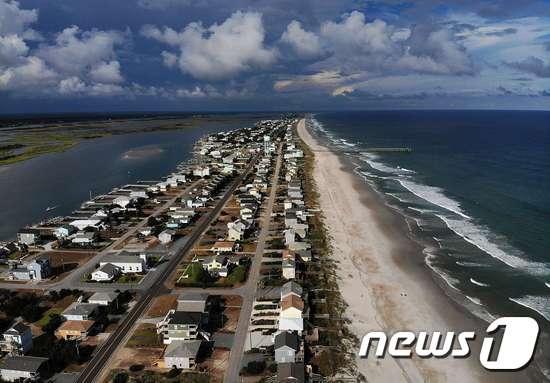 초대형 허리케인 플로렌스 상륙을 앞둔 미국 노스캐롤라이나주 톱세일 비치. /AFPBBNews=뉴스1