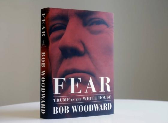 【뉴욕=AP/뉴시스】 워터게이트 스캔들 특종 보도로 유명한 밥 우드워드가 쓴 '공포'. 도널드 트럼프 대통령에 관한 일화들을 폭로한 이 책이 워싱턴 정가 안팎에 큰 파문을 불러 일으키고 있다. 2018.09.06    <저작권자ⓒ 공감언론 뉴시스통신사. 무단전재-재배포 금지.>