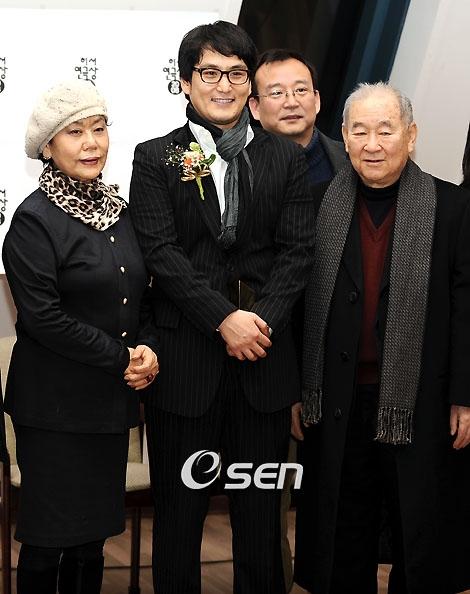왼쪽부터 김인태 아내 백수련, 아들 김수현, 故 김인태 /사진=OSEN