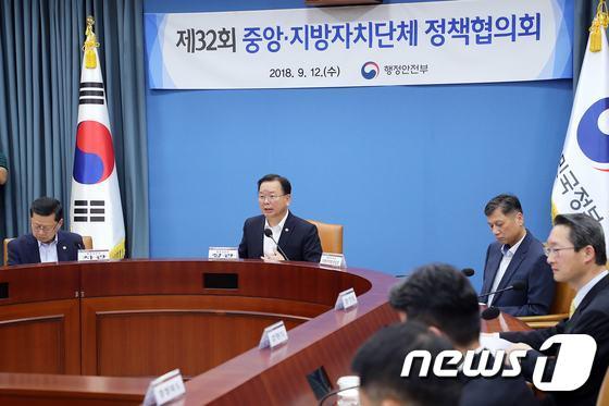 [사진]'중앙-지방정책협의회' 모두발언 하는 김부겸 장관