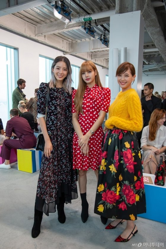 (왼쪽부터)모델 아이린, 블랙핑크 리사, 일본 모델 혼다 츠바사 /사진제공=마이클 코어스
