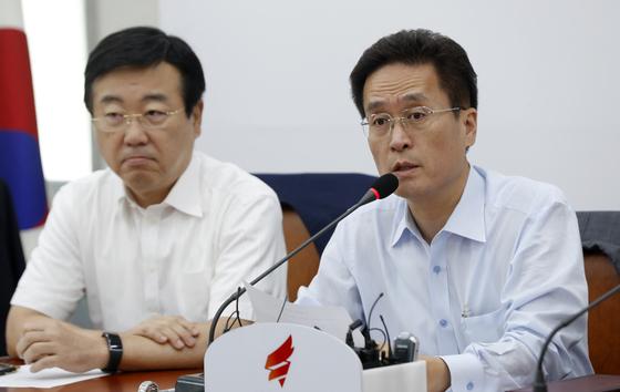 함진규 자유한국당 정책위의장이 6일 오전 서울 여의도 국회에서 열린 비상대책위원회의에서 모두발언을 하고 있다. /사진=뉴스1