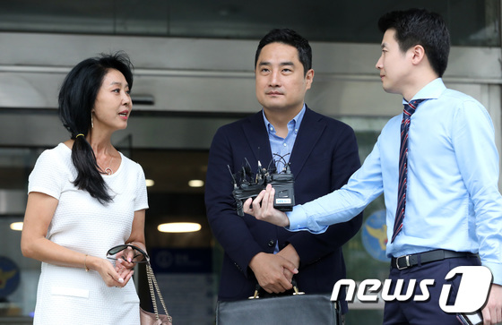 [사진]질문 답변하는 배우 김부선
