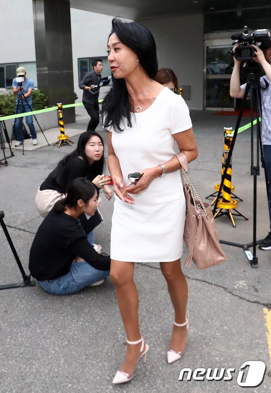 [사진]분당경찰서 나서는 김부선