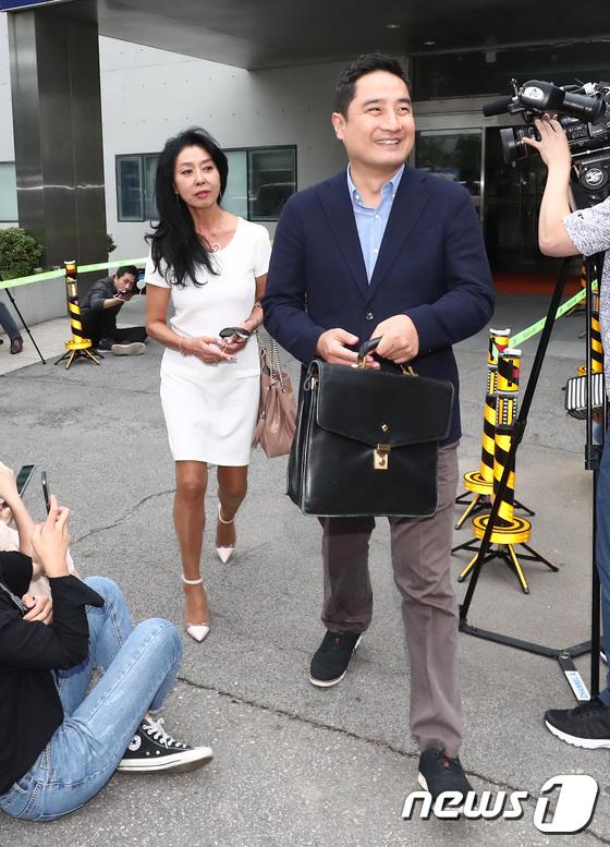 [사진]경찰 조사 마친 배우 김부선