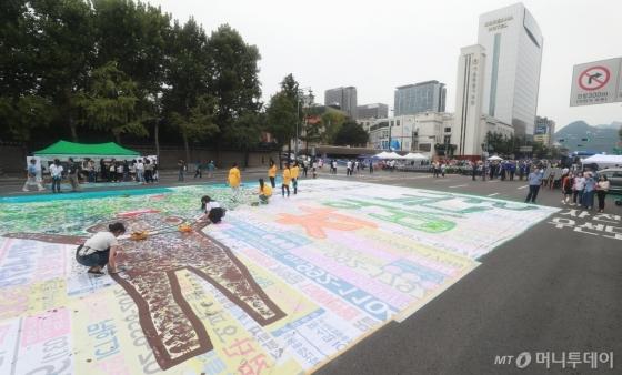 [사진]'차 없는 도로에서 그림 그려요'