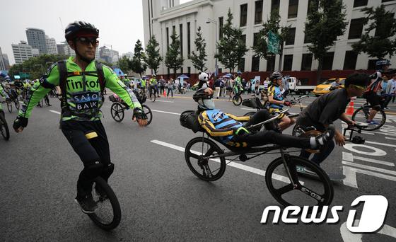 [사진]'차 없는 날 무동력 퍼레이드'