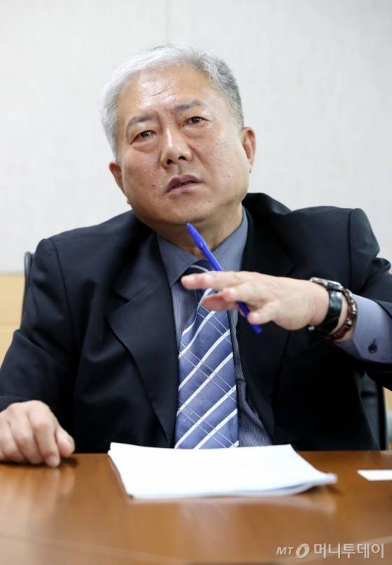 """김동만 이사장은 """"교육기관의 특성화를 통해 학교 폐쇄 없이 현장에 필요한 인력을 적시 적소에 공급할 수 있을 것""""이라고 바라봤다. /사진=홍봉진 기자"""