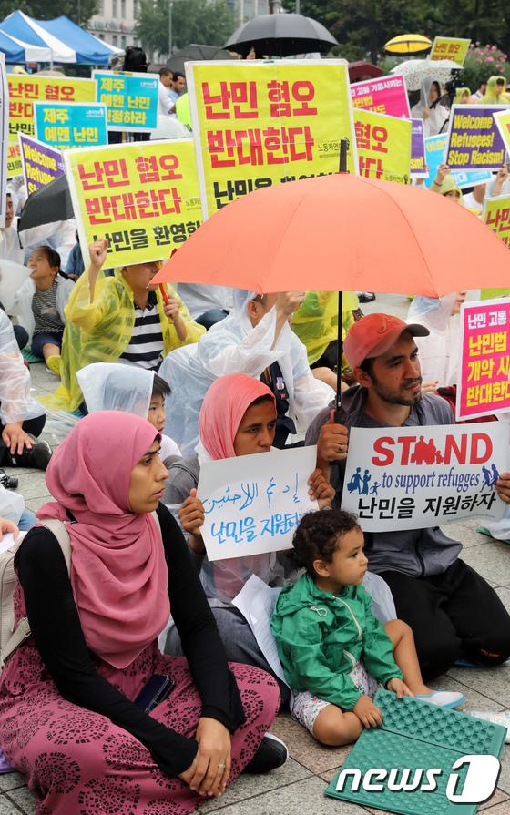 [사진]난민 환영 집회 참석한 이슬람 난민