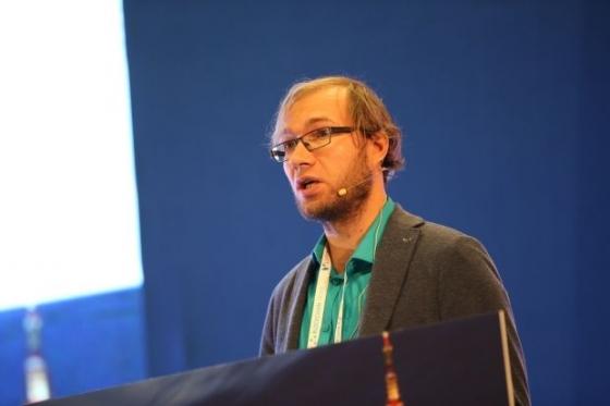 아세 사우가 에스토니아 암호화폐협회장이 19일 서울 코엑스에서 열린 '블록체인 서울 2018'에서 강연하고 있다.