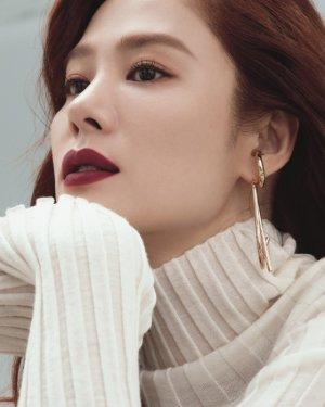 김현주, 매혹적인 버건디빛 입술…