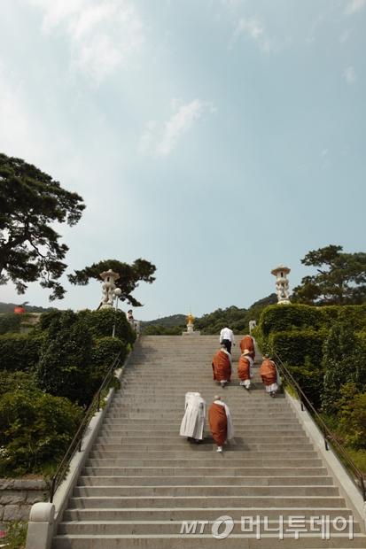 수덕사로 올라가는 계단./사진=이호준 여행작가