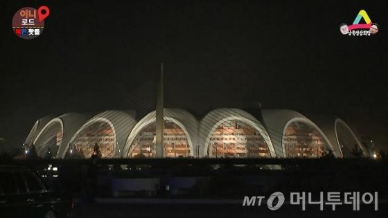 평양 능라도에 세워진 북한 최대의 종합경기장. 능라도 5.1경기장.
