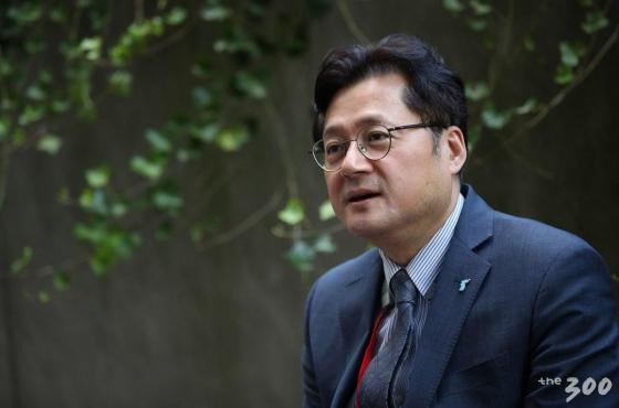 【뉴욕(미국)=뉴시스】 특별취재단 김진아 기자 = 미국 뉴욕 컬럼비아대학교에서 열린 '2018 국제 평화포럼(2018 Global Peace Forum on Korea GPFK)'에 참석한 홍익표 더불어민주당 의원이 30일(현지시간) 머니투데이미디어그룹과 인터뷰를 하고 있다. 2018.09.30. bluesoda@newsis.com <저작권자ⓒ 공감언론 뉴시스통신사. 무단전재-재배포 금지.>