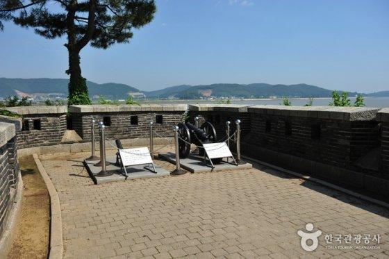 호국돈대길의 출발지인 갑곶돈대 모습. /사진=한국관광공사