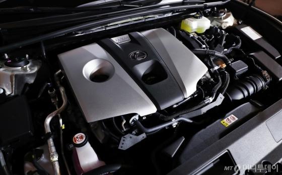 [사진]신개발 하이브리드 2.5L 엔진 탑재된 'ES300h'