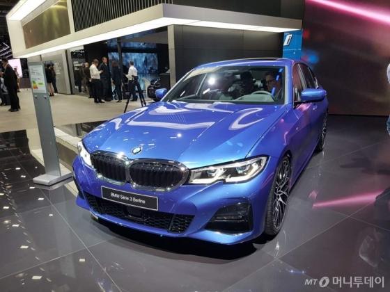 BMW가 2일(현지시간) '2018 파리모터쇼'에서 선보인 7세대 '뉴 3시리즈'/사진=최석환 기자
