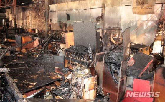 4일 오전 8시19분쯤 광주 남구 월산동 한 부엌가구 공장에서 불이 나 119에 의해 22분 만에 꺼졌다./사진=뉴시스,광주 남부소방서