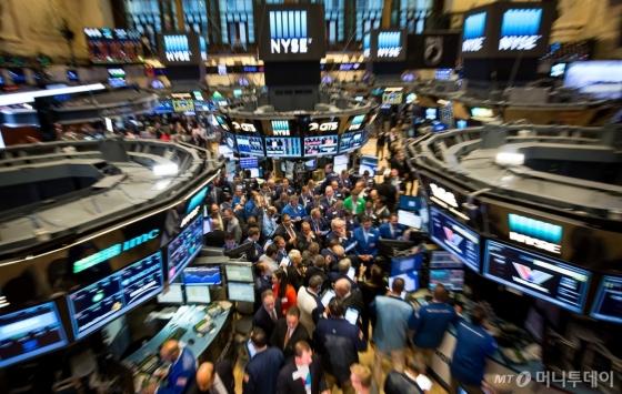 [뉴욕마감]3대 지수, 美국채수익률 급등 '공포'에 급락...나스닥, 1.8%↓