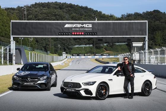 메르세데스-벤츠코리아 디미트리스 실라키스 대표이사 사장과 메르세데스-AMG GT 4-도어 쿠페 및 메르세데스-AMG E 63 4MATIC+/사진제공=메르세데스-벤츠코리아