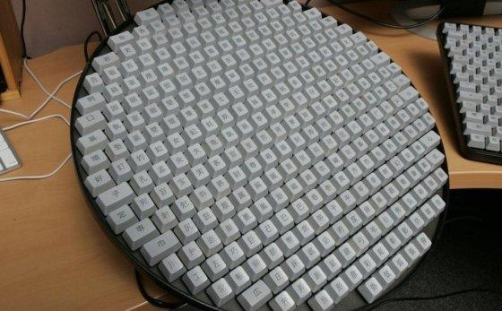 어마무시하게 생긴 중국어 키보드. 실제 이런 키보드를 쓰지는 않는다고 한다/사진=인터넷 커뮤니티