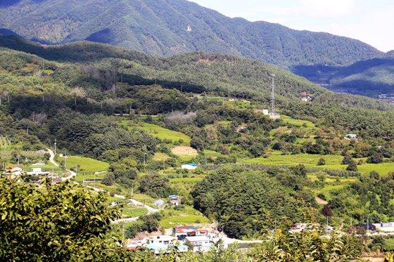 배넘이재에서 바라본 장항마을 전경./사진제공=한국관광공사