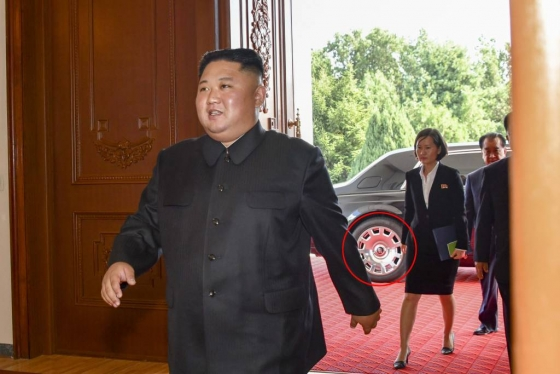 【서울=뉴시스】 지난 7일 김정은 북한 국무위원장이 마이크 폼페이오 미국 국무부 장관의 방북 당시 롤스로이스 차량을 타고 온 모습이 포착됐다고 CNN 방송이 9일 보도했다. 2018.10.10. (사진=미국 국무부 홈페이지)   photo@newsis.com   <저작권자ⓒ 공감언론 뉴시스통신사. 무단전재-재배포 금지.>