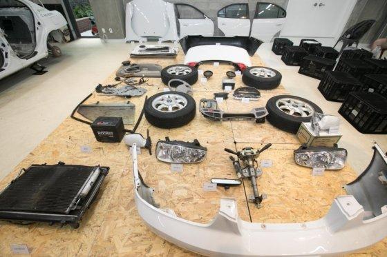 /사진=서울새활용플라자 개관 1주년을 맞아 진행한 자동차 해체쇼에서 분리된 자동차 부품들