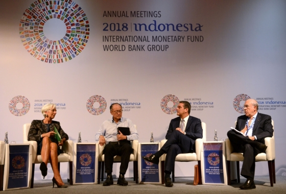 11일(현지시간) 인도네시아 발리에서 IMF·WB 연차총회가 개최됐다. 왼쪽부터 크리스틴 라가르드 국제통화기금(IMF) 총재, 김용 세계은행(WB) 총재, 호베르토 아제베도 세계무역기구(WTO) 사무총장, 안젤 구리아 경제협력개발기구(OECD) 사무총장. /AFPBBNews=뉴스1