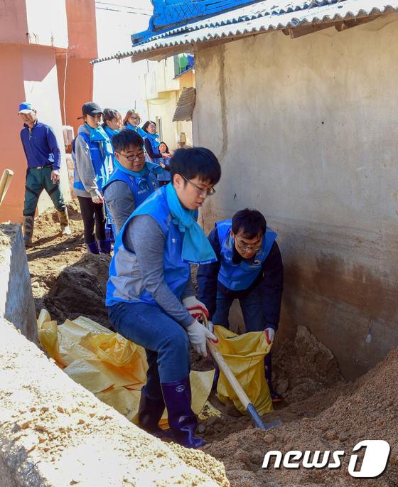[사진]태풍 피해 복구 나선 행안부 행복드림봉사단