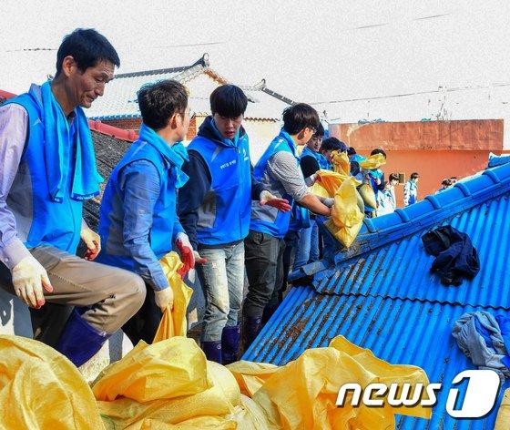 [사진]행안부 행복드림봉사단, 영덕 태풍 피해지역 봉사활동