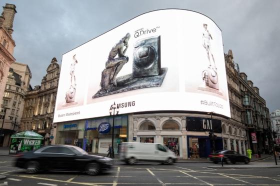 삼성전자가 지난 3~8일 영국 런던의 피카딜리 서커스에 예술작품과 퀵드라이브 세탁기를 활용한 옥외광고를 설치했다. /사진제공=삼성전자