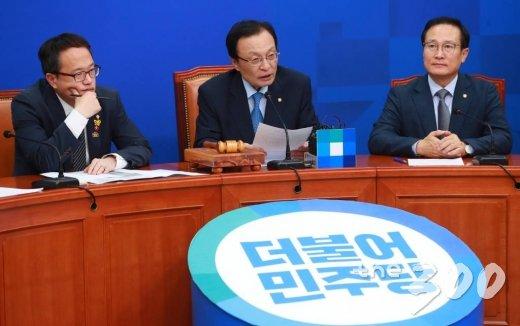 이해찬 더불어민주당 대표가 28일 오전 서울 여의도 국회에서 열린 최고위원회의에서 모두발언을 하고 있다./사진=이동훈