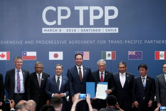 3월 8일 칠레 산티아고에서 열린 포괄적·점진적 환태평양경제동반자협정(CPTPP) 서명식에서 최종 서명을 한 11개국 통상·무역 장관들/AFPBBNews=뉴스1