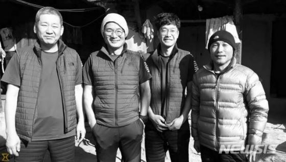 13일(현지시간) 히말라야산맥의 구르자히말산을 등반하다 캠프에서 눈폭풍에 휩쓸려 숨진  '2018 코리안웨이 구르자히말 원정대' 대원들. 히말라얀타임스는 구르자히말산을 등반하던 김창호 대장(왼쪽에서 두번째)을 포함한 5명이 숨졌다고 보도했다. /사진=카트만두포스트 캡처