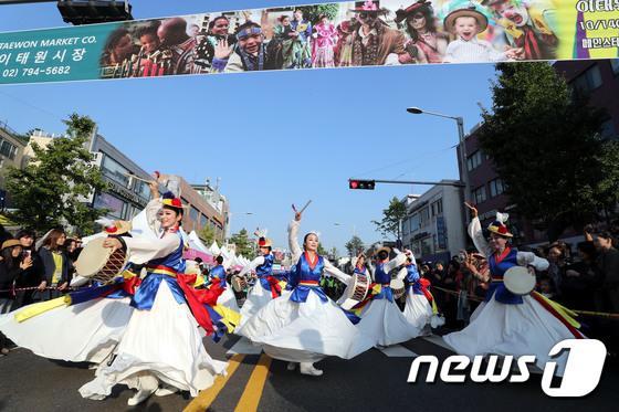 [사진]세계의 문화와 즐거움을 함께 '이태원 지구촌축제'