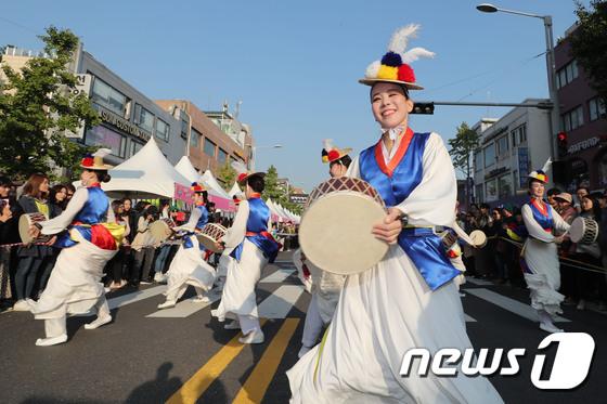 [사진]지구촌 축제 '흥겹게'