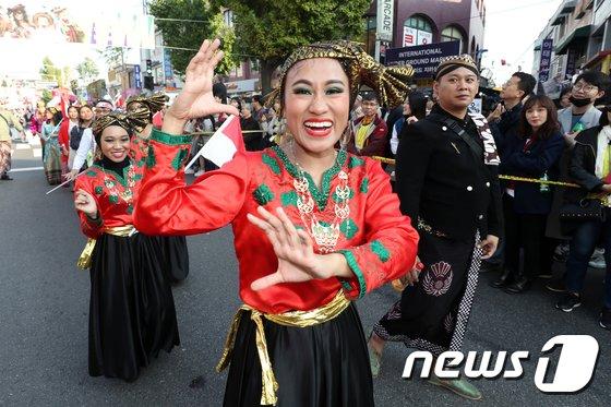 [사진]이태원 지구촌 퍼레이드
