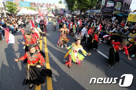 [사진]흥겨운 이태원 지구촌 축제