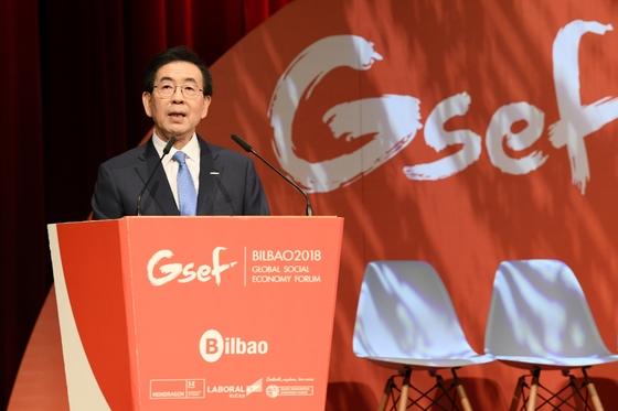 박원순 서울시장이 1일(현지시간) 스페인 빌바오에서 열린 GSEF(국제사회적경제협의체) 3차 총회 개회식에서 발언하고 있다. 사진=서울시