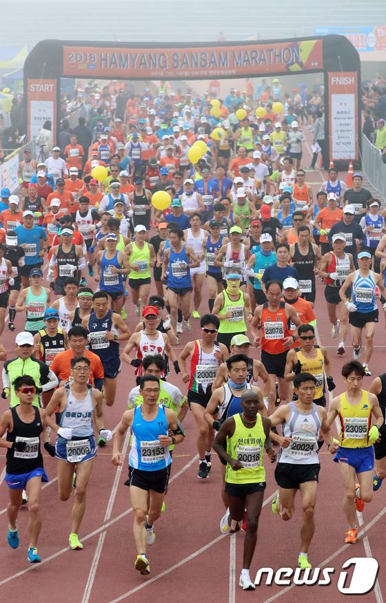 [사진]2018 함양 산삼마라톤대회 '힘차게 출발'