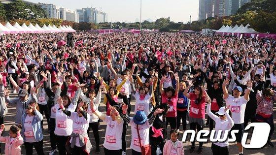 [사진]10,065명 운집한 '2018 핑크런'