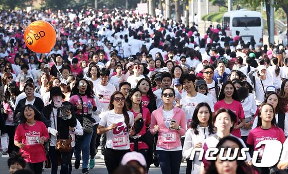 [사진]'핑크빛 러닝축제'