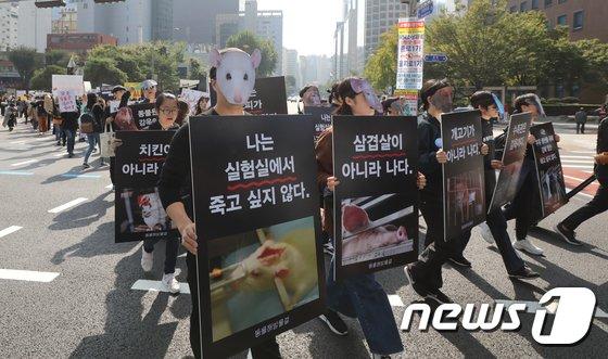 [사진]'동물 가면 쓰고 행진'