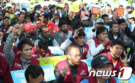 [사진]'구호 외치는 이주노동자'