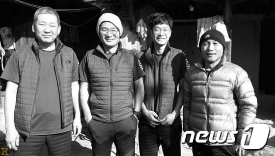 왼쪽부터 원정에 참가한 임일진 감독, 김창호 대장, 이재훈 씨, 유영직 씨./사진-뉴스1